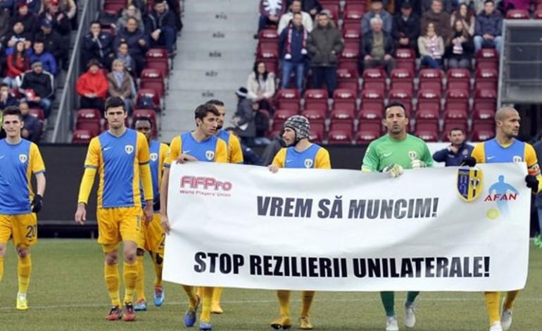 Schimbaţi legile din fotbal! Ele favorizează cluburile şi limitează drepturile jucătorilor!