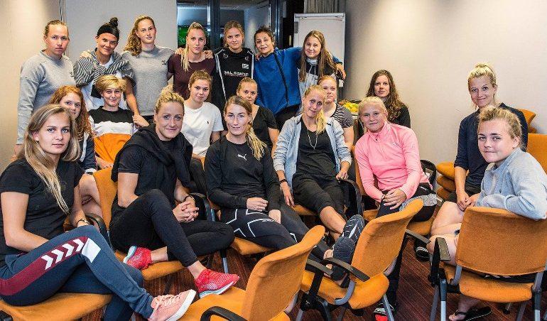 Fotbalistele daneze cer să fie plătite, federația le amenință cu sancțiuni