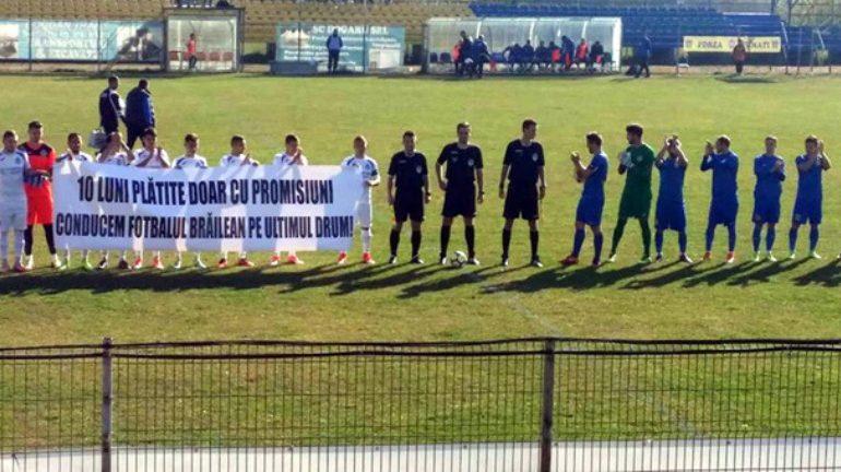 Fotbaliștii brăileni continuă protestele